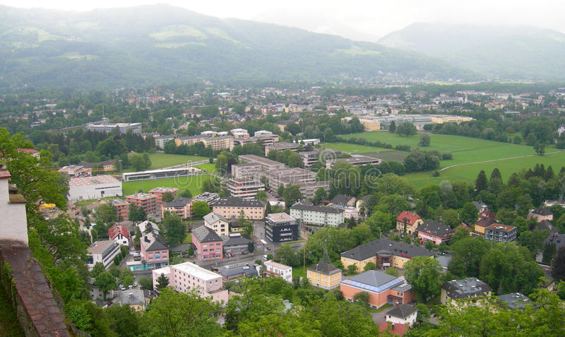 Vogelperspektive von Salzburg, Österreich lizenzfreie stockbilder