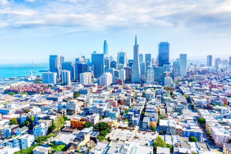 Vogelperspektive von San Francisco Downtown Skyline lizenzfreie stockbilder