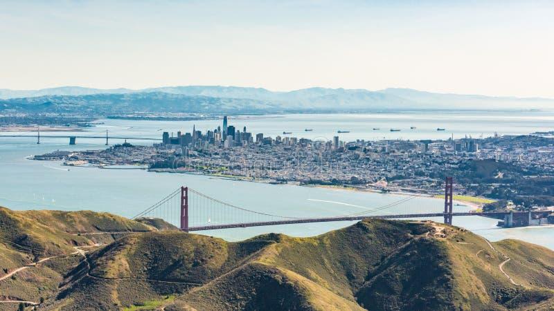 Vogelperspektive von San Francisco und von Golden gate bridge lizenzfreie stockfotografie