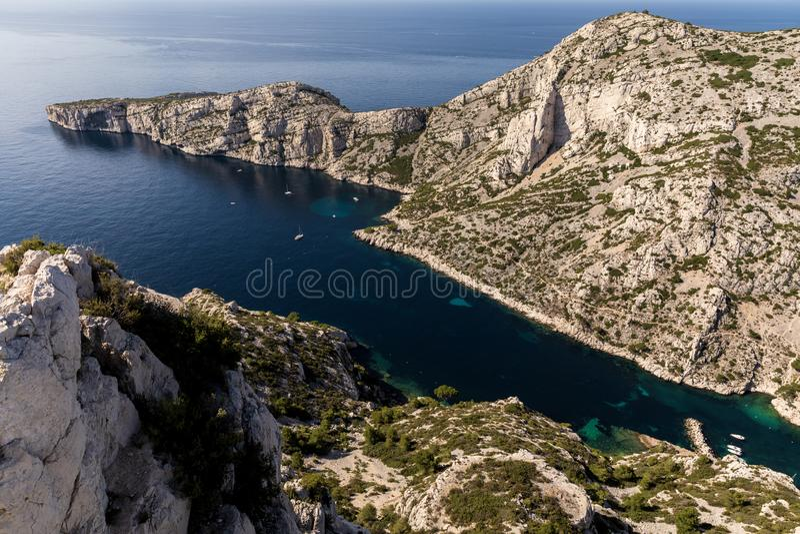 Vogelperspektive von schönem szenischem Calanque de Sugiton Marseille stockbild