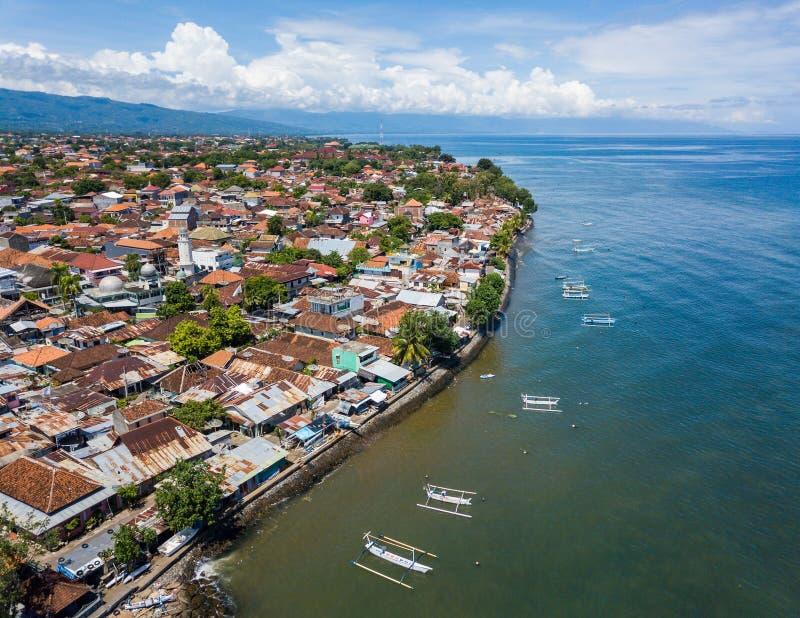 Vogelperspektive von Singaraja in Bali lizenzfreie stockfotografie