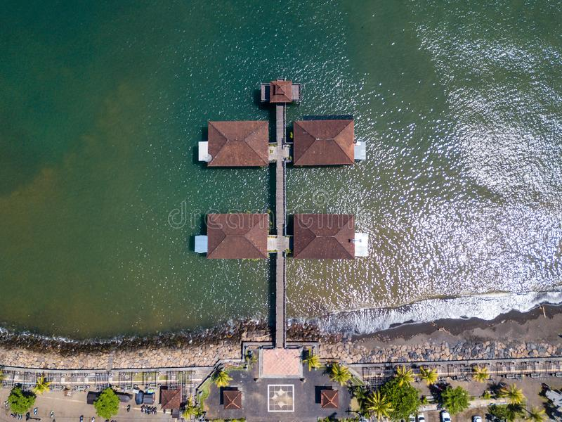 Vogelperspektive von Singaraja-Pier in Bali, Indonesien lizenzfreie stockbilder