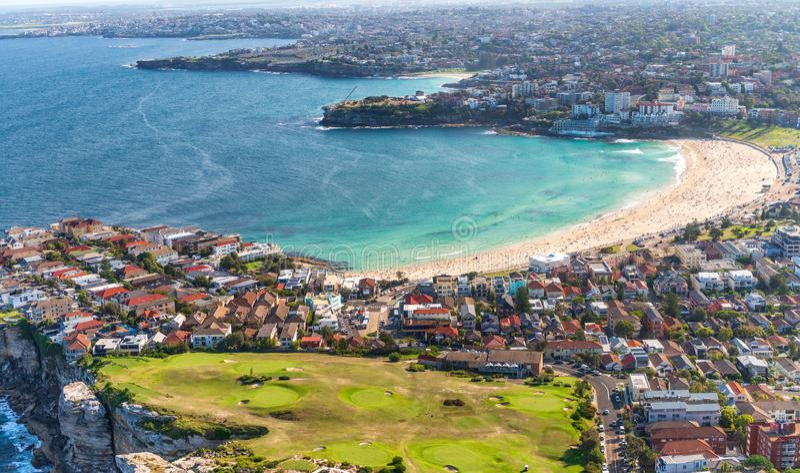 Vogelperspektive von Sydney-Küstenlinie und Bondi setzen, New South Wales auf den Strand stockbild