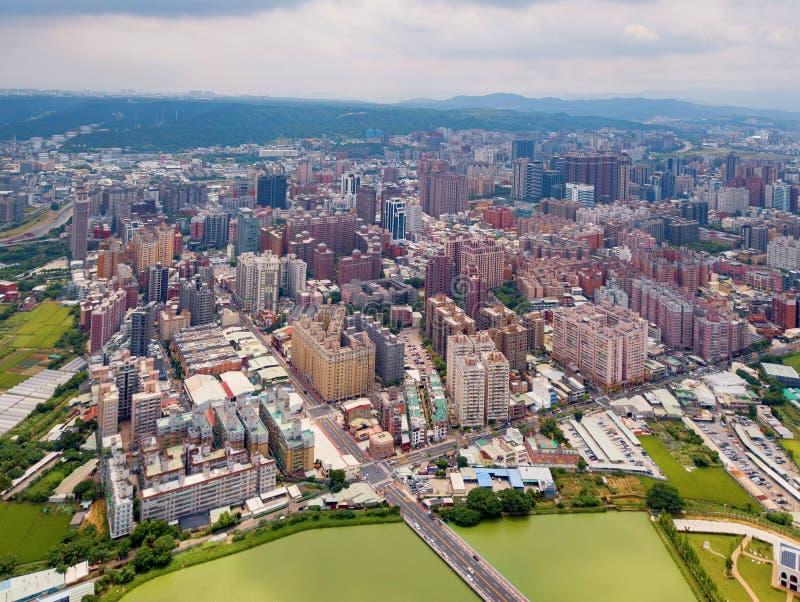 Vogelperspektive von Taoyuan-Stadtzentrum, Taiwan Finanzbezirk und Gesch?ftszentren in der intelligenten st?dtischen Stadt Wolken stockfotografie