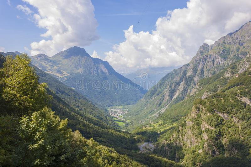 Vogelperspektive von Valbondione und von Valseriana, Orobie-Alpen stockbilder