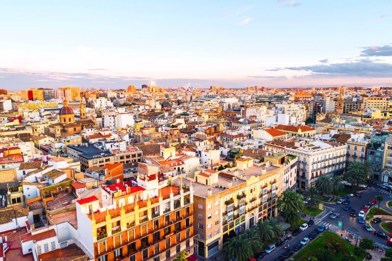 Vogelperspektive von Valencia, Spanien am Abend Plaza de la Reina mit vielen Cafés stockbilder