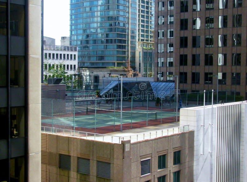 Vogelperspektive von Vancouver-Stadtzentrum Tennisplatz auf Dach stockbild