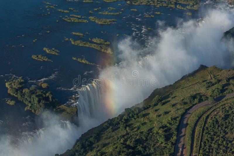 Vogelperspektive von Victoria Falls und von Regenbogen lizenzfreies stockbild