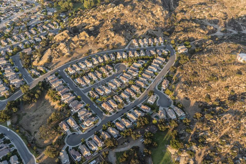 Vogelperspektive von Vorstadtsackgassen-Straßen nahe Los Angeles stockfotografie