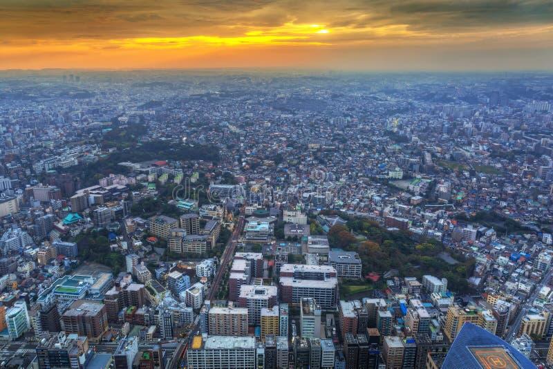 Vogelperspektive von Yokohama an der Dämmerung stockbild