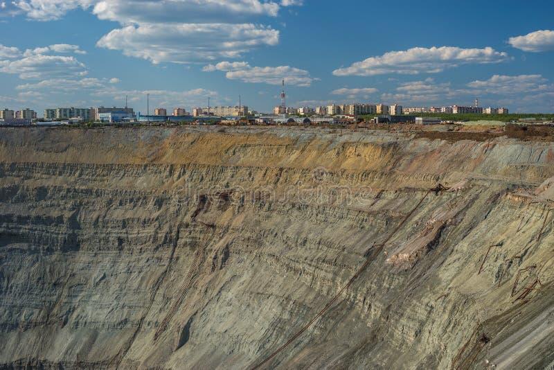 Vogelperspektive zum offenen Bergwerk des Diamanten in Mirniy, Sakha Yakutia, nördlich von Russland stockfoto
