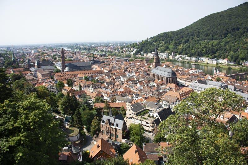 Vogelperspektivelandschaft und Stadtbild alter Stadt Heidelbergs von Heidelberger Schloss in Deutschland stockfotografie