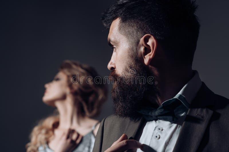 Voglio più notti della data Le coppie dell'uomo e della donna datano il giorno dei biglietti di S. Valentino Coppie nell'amore Gi fotografia stock