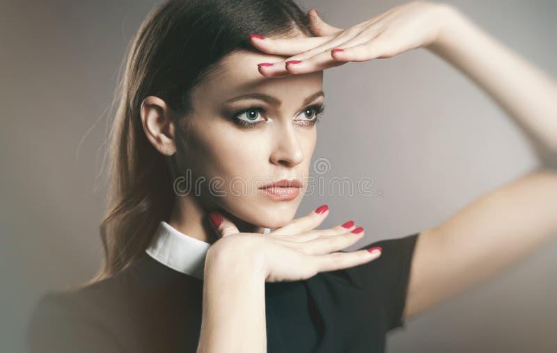 Vogue-Porträt eines schönen wooman Gesichtes stockbilder