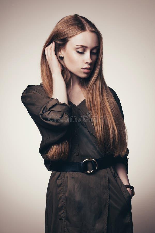 Vogue-stijl van mooi model wordt geschoten dat royalty-vrije stock fotografie