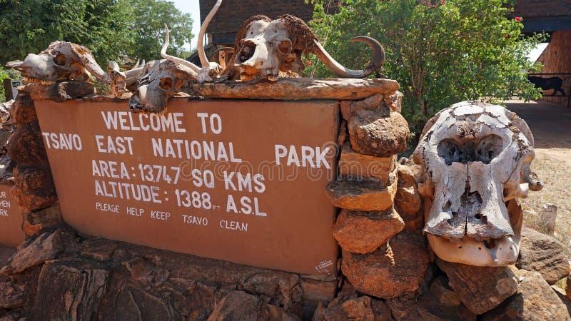Voi, Kenia, circa im Juni 2018 - Eingang zum Nationalpark stockbilder