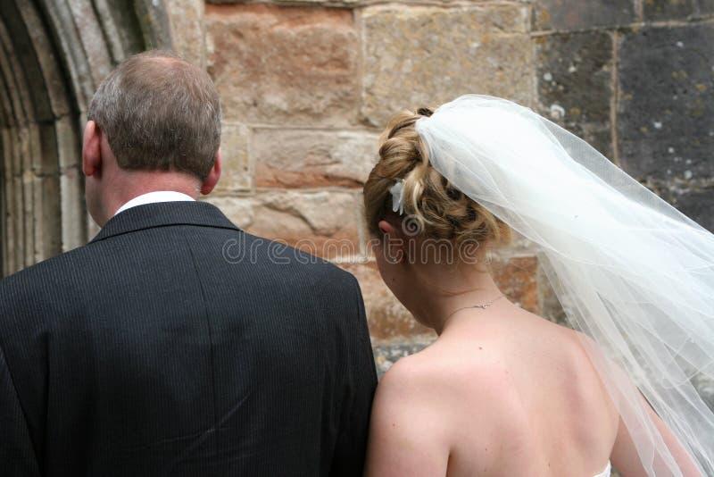 Voici venir la mariée images stock