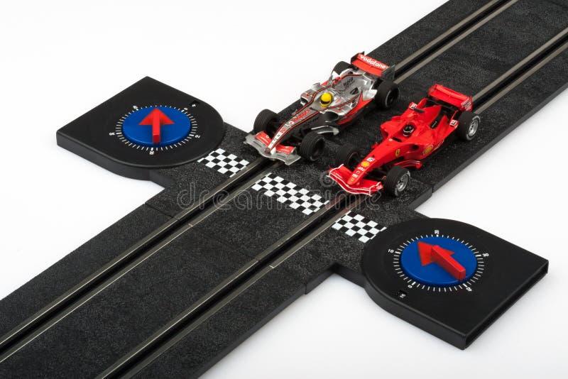 Voie d'emballage de voiture de course miniature avec des voitures de Formule 1 image stock