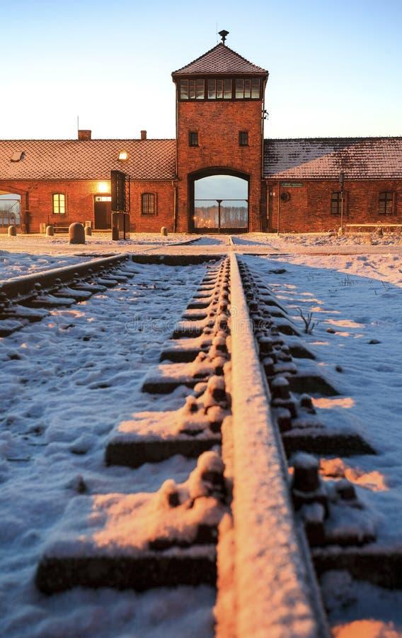 Voie de base au camp de concentration nazi d'Auschwitz Birkenau photos libres de droits