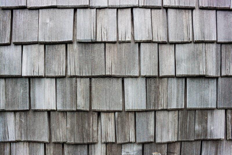 Voie de garage en bois de mur de bardeau faite en mélèze images stock