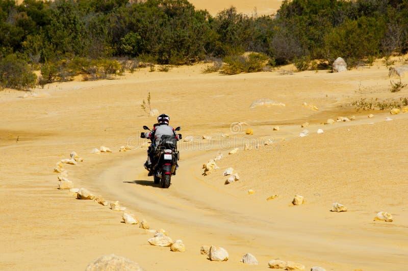 Voie de moto dans le désert photo libre de droits