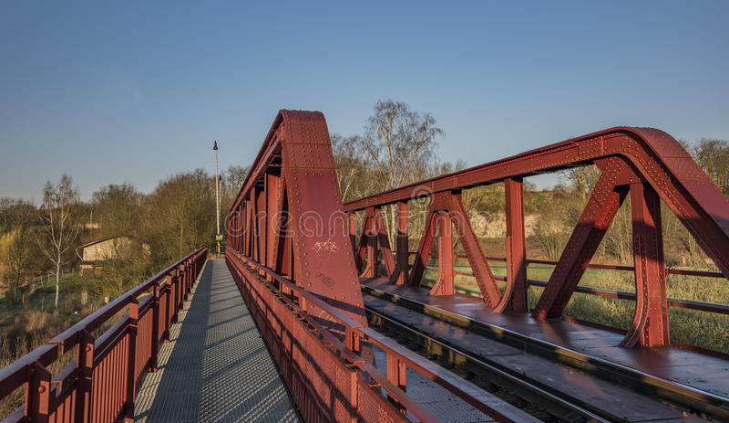 Voie et pont de chemin de fer dans la région de Bakov NAD Jizerou photos stock