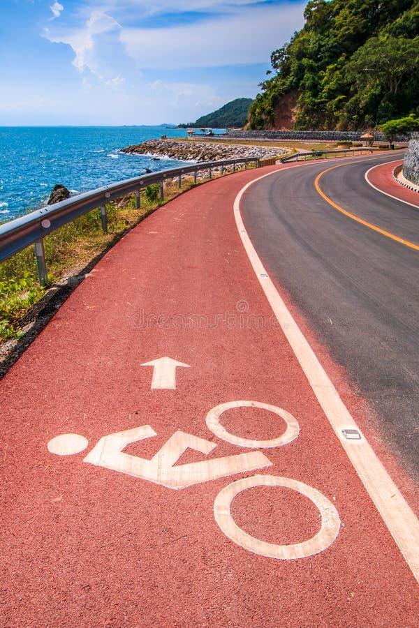 Voie pour bicyclettes côtière de route et photo libre de droits