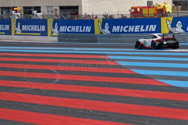 Voie rouge et bleue sur Paul Ricard images stock