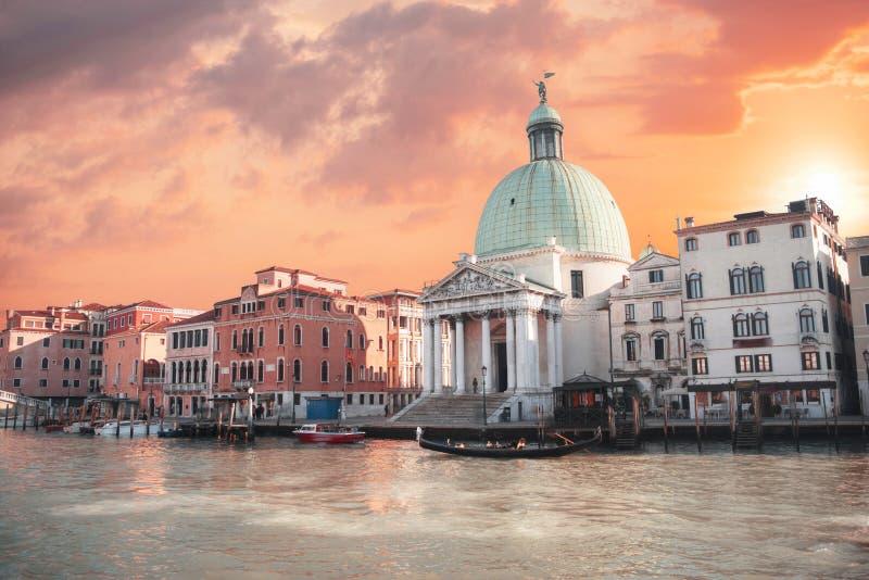 Voies d'eau dans la ville de Venise images libres de droits