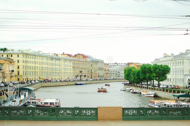Voies d'eau de la ville de St Petersburg, 2018 Beau paysage urbain photographie stock libre de droits