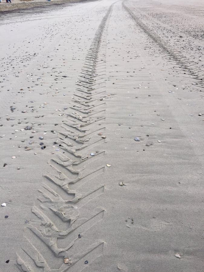 Voies dans le sable photographie stock libre de droits