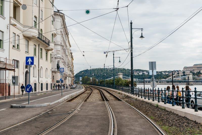 Voies de chemin de fer dans la rive du Danube à Budapest image stock