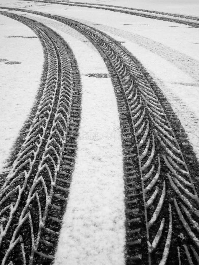 Voies de pneu, neige image libre de droits