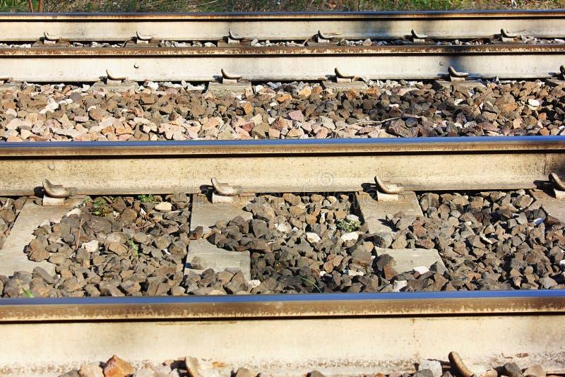 Voies ferrées d'apparence de photographie les trains aujourd'hui doivent améliorer leur technologie et par conséquent leur représ images stock