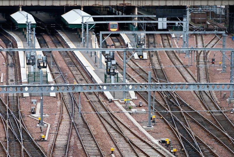 Voies ferroviaires sur le terminal de souterrain images libres de droits
