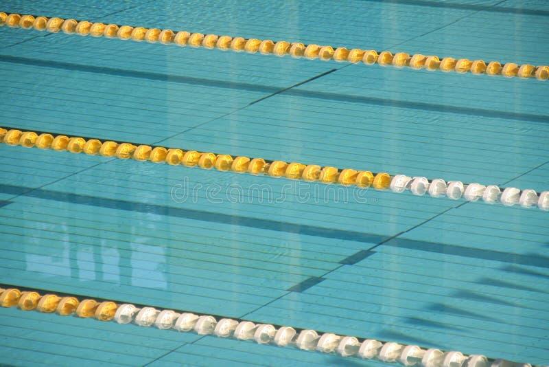Voies vides de piscine photo stock