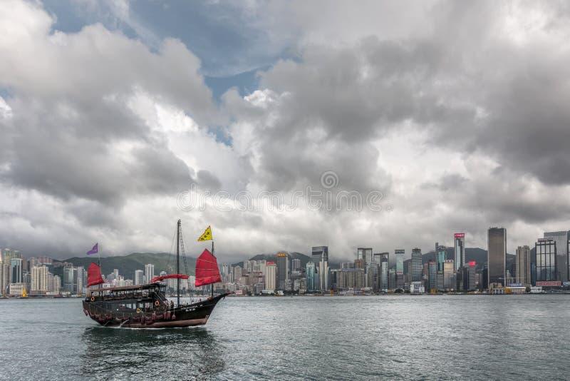 Voile célèbre de bateau d'Aqua Luna sur le port de Victoria photographie stock libre de droits
