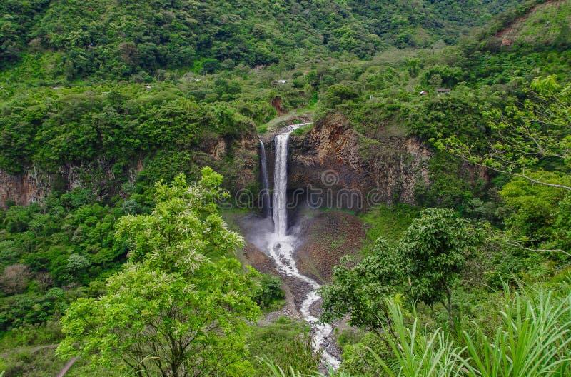 Voile nuptiale Manto de la novia, cascade dans l'itinéraire de cascades, Banos, Equateur photos stock