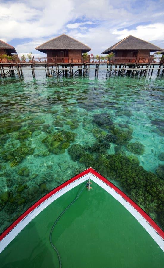 Voiles de bateau avec le cristal - l'eau claire images libres de droits