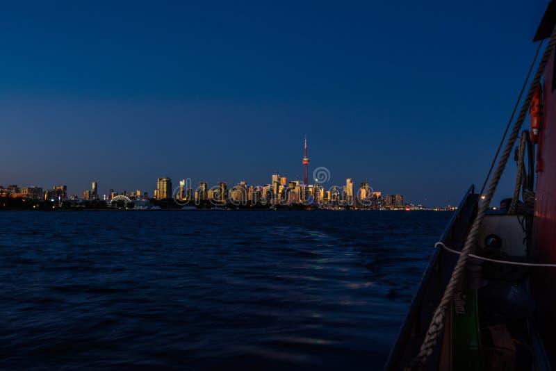 Voilier à Toronto au coucher du soleil images libres de droits