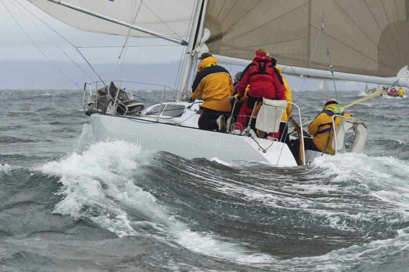 Voilier emballant sur Puget Sound, Seattle, Washington State images libres de droits