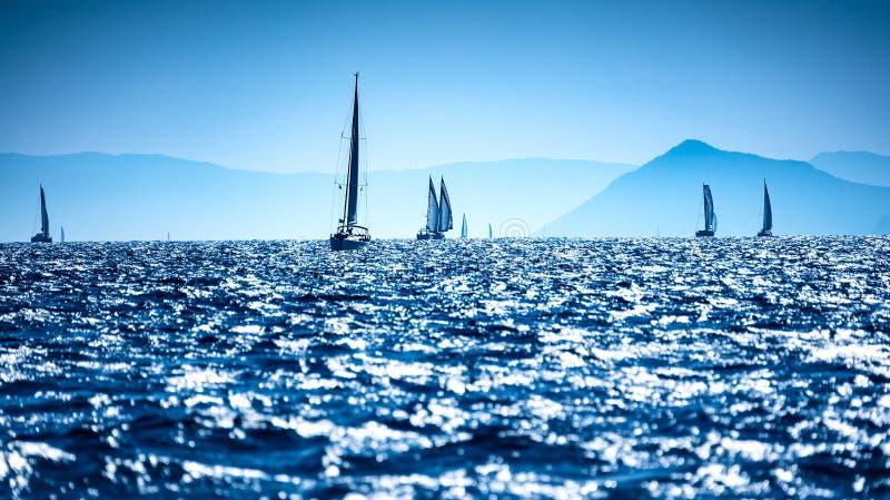 Voiliers en mer photo libre de droits