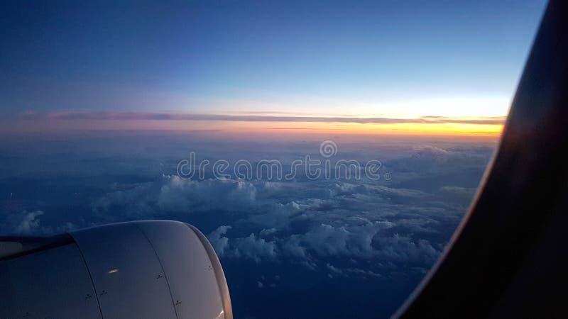 Voir le ciel sur l'avion photos stock