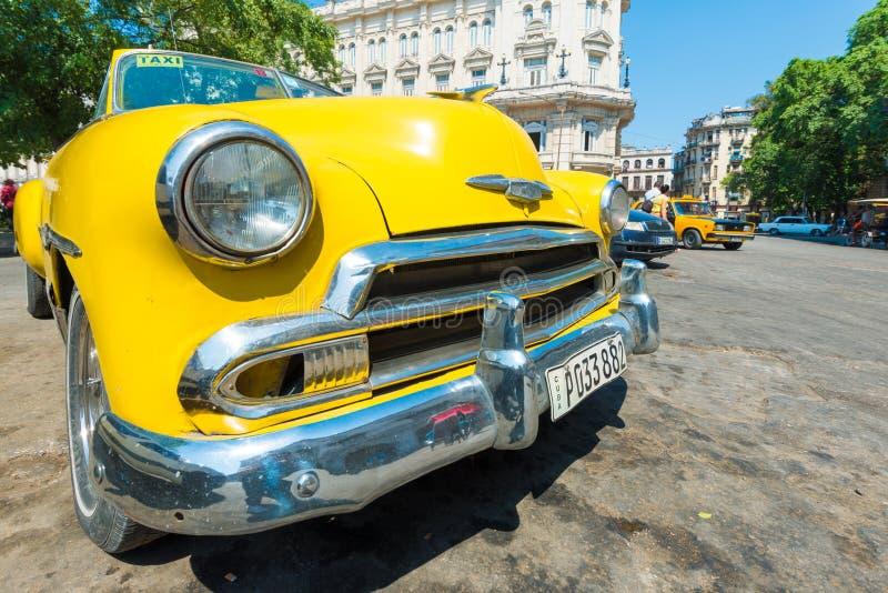 Voiture américaine de vintage coloré à La Havane images libres de droits