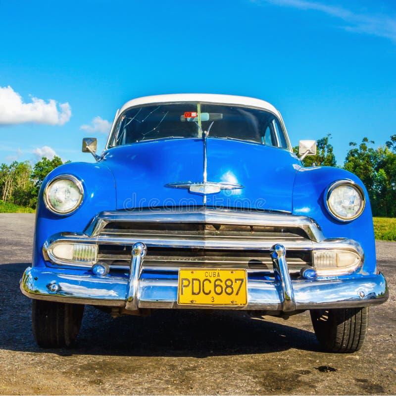 Voiture bleue américaine classique à La Havane, Cuba photos stock