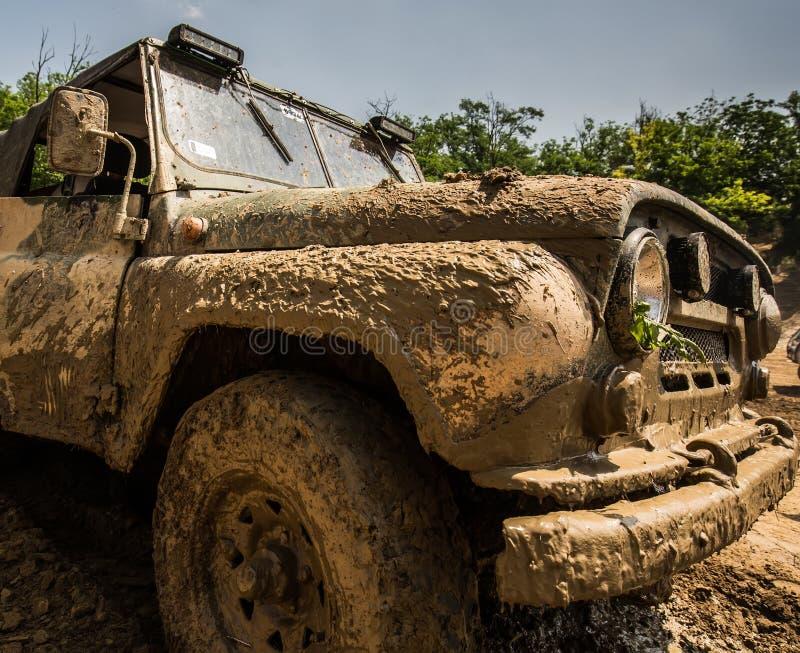 Voiture boueuse de jeep extérieure image libre de droits