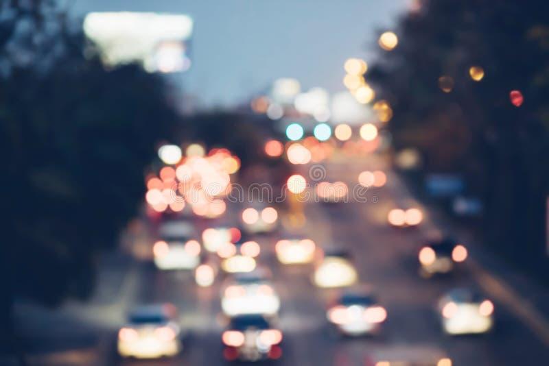 Voiture brouillée d'embouteillage de photo sur la route en heure de pointe images stock