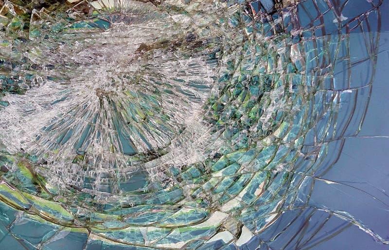 Voiture cassée en verre criquée de pare-brise image libre de droits
