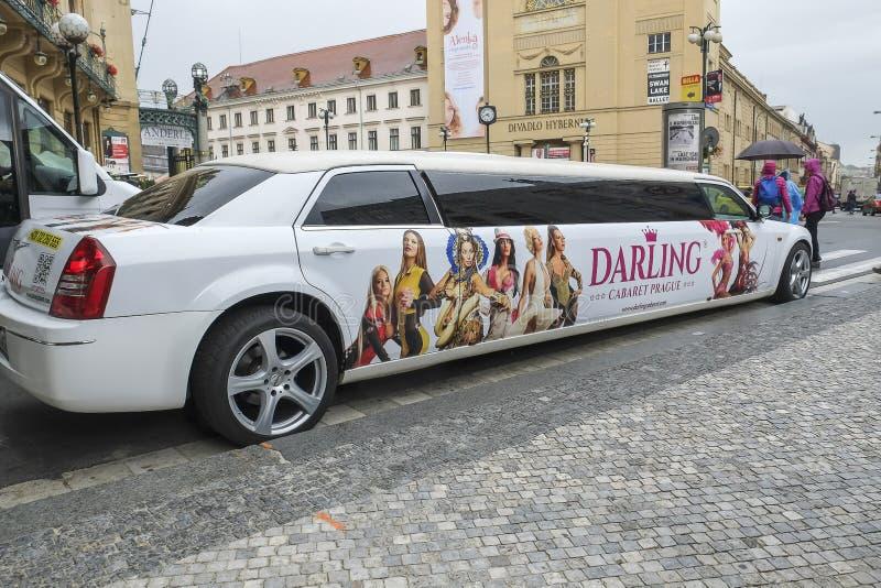 Voiture chérie de cabaret à Prague images stock