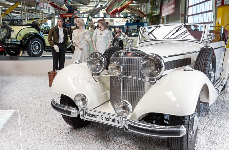 Voiture classique de Mercedes Benz de vintage sur l'affichage dans le museu de Sinsheim photos stock